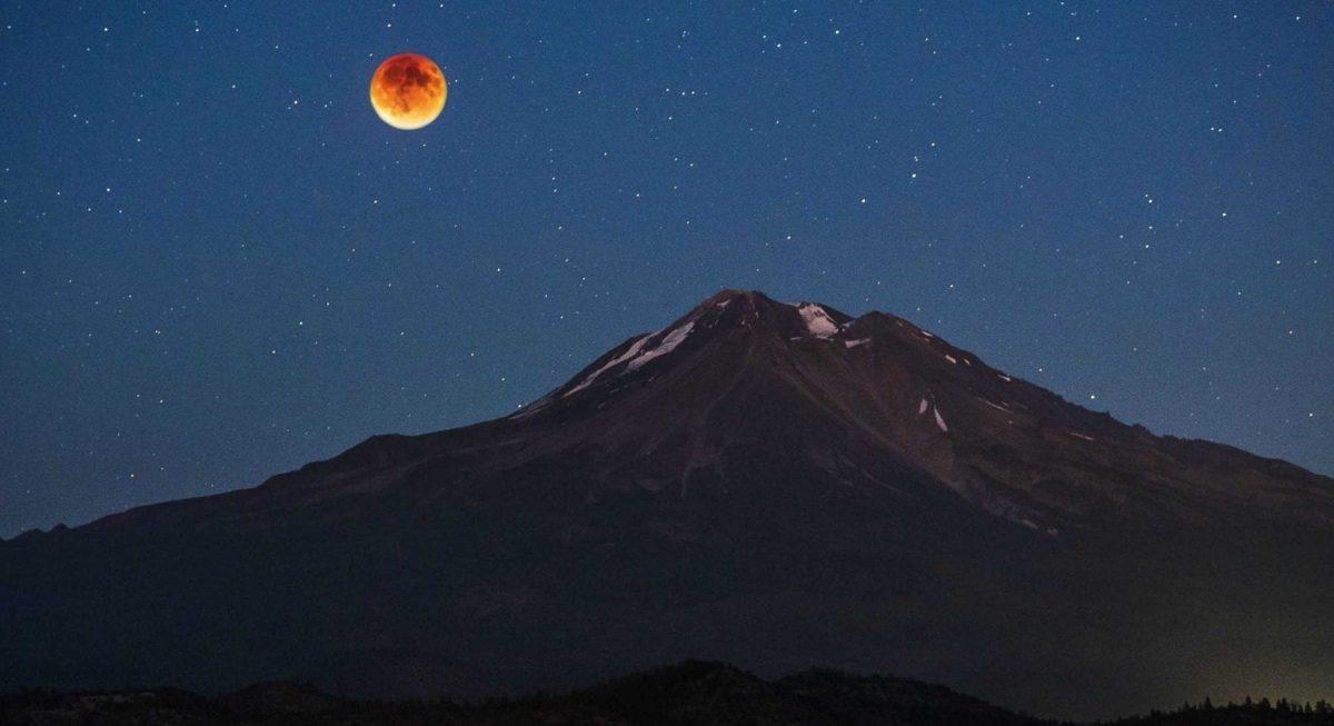 Blood moon Lunar Eclipse Ras Al Khaimah (Illustration)