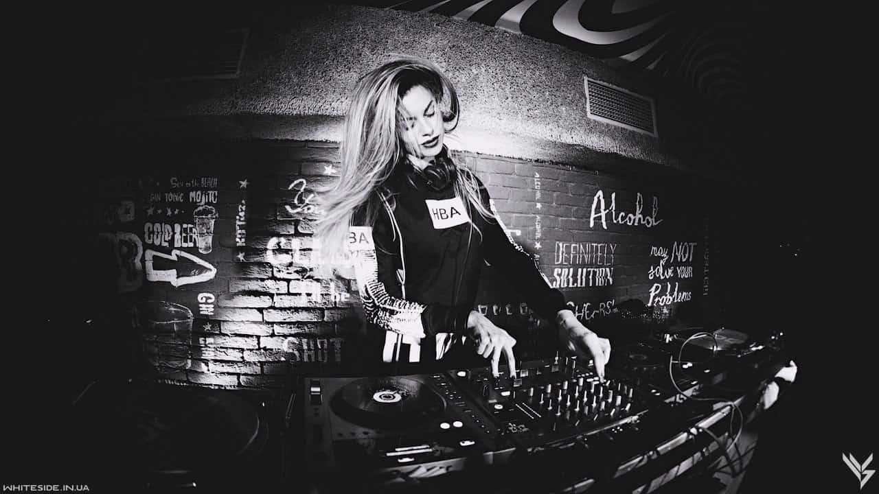 DJ Vicky Sky 2