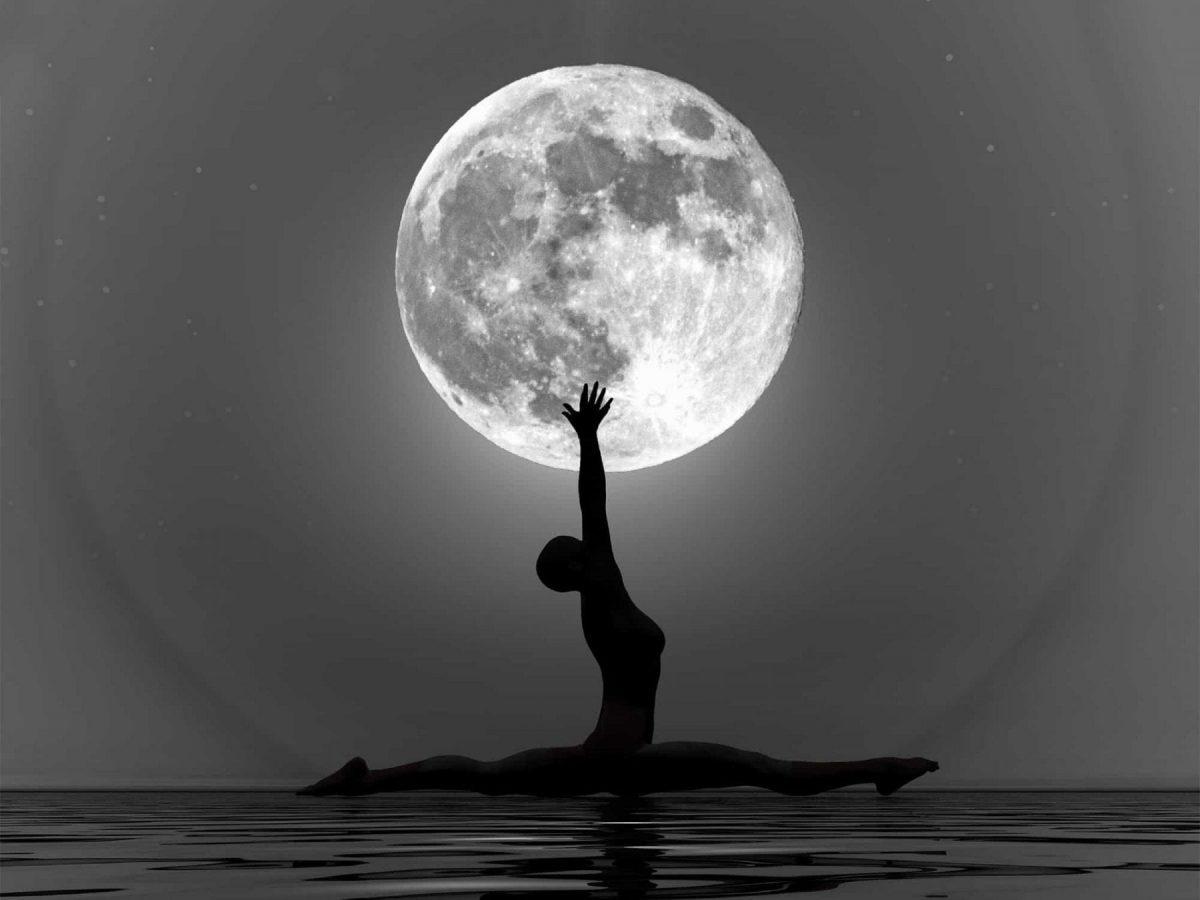 Full Moon Yoga in Ras Al Khaimah