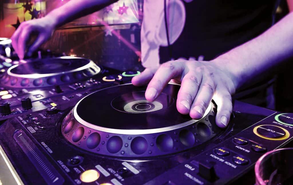 Live DJ at Marina Muse