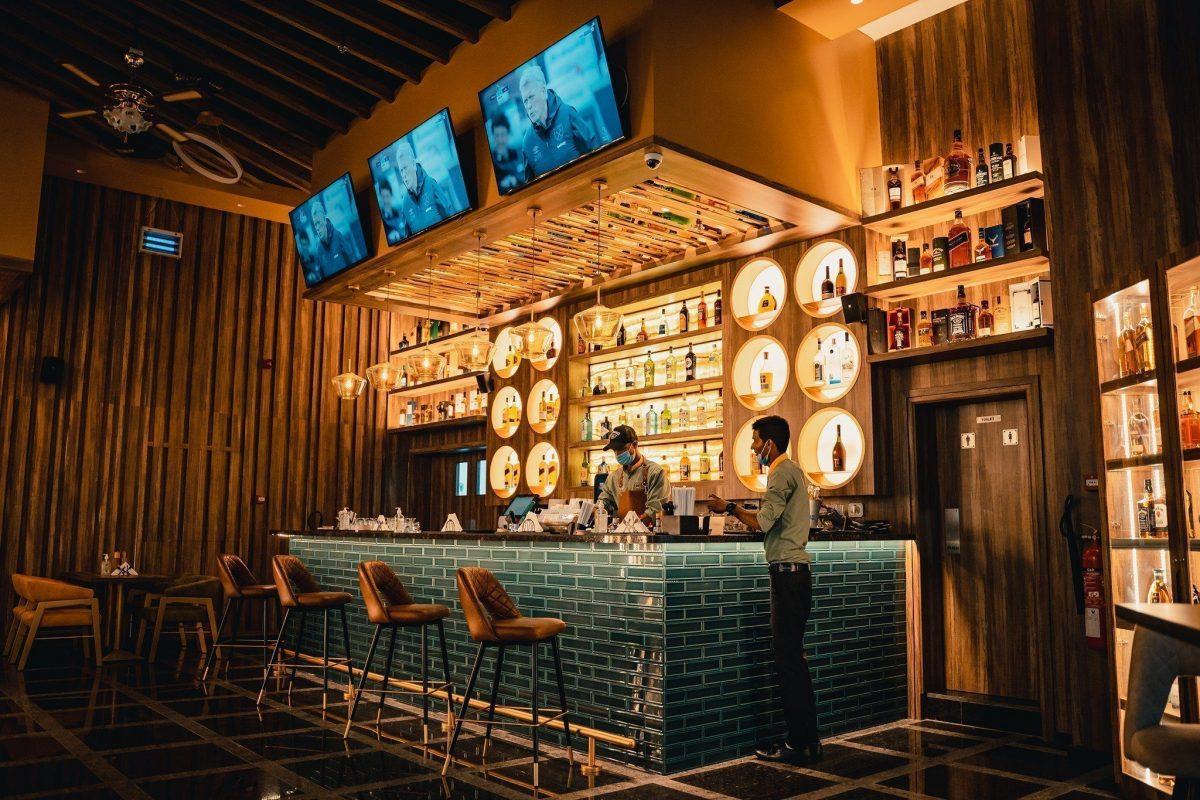 Super Breeze bar and restaurant